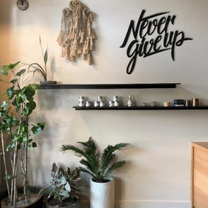 Metalen wanddecoratie - Never Give Up